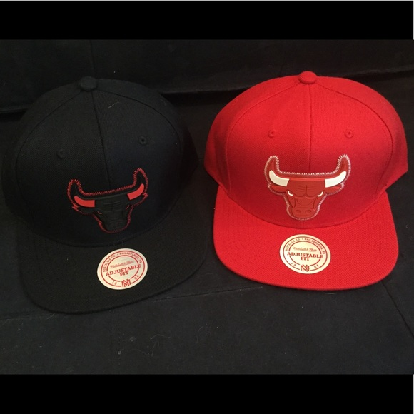 e5d48f9767e Set of 2 Mitchell   Ness Chicago Bulls snapbacks